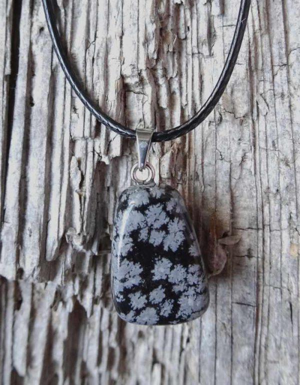 obesek snezinkasti obsidian