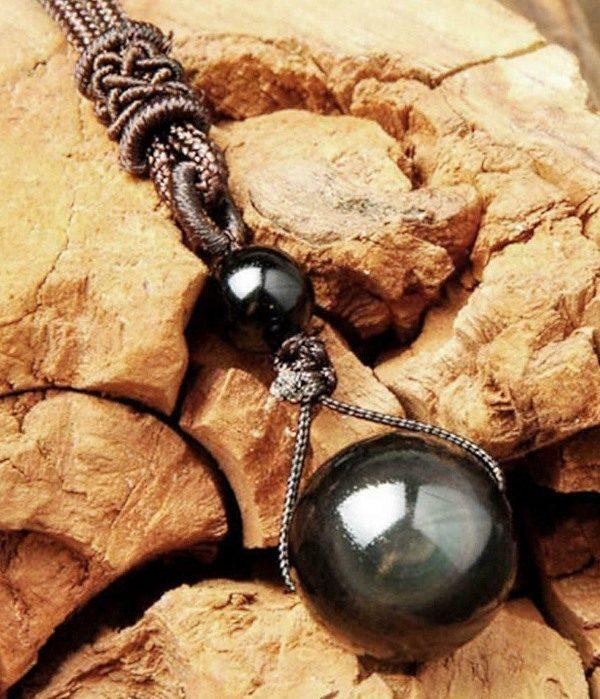 obesek mavricni obsidian